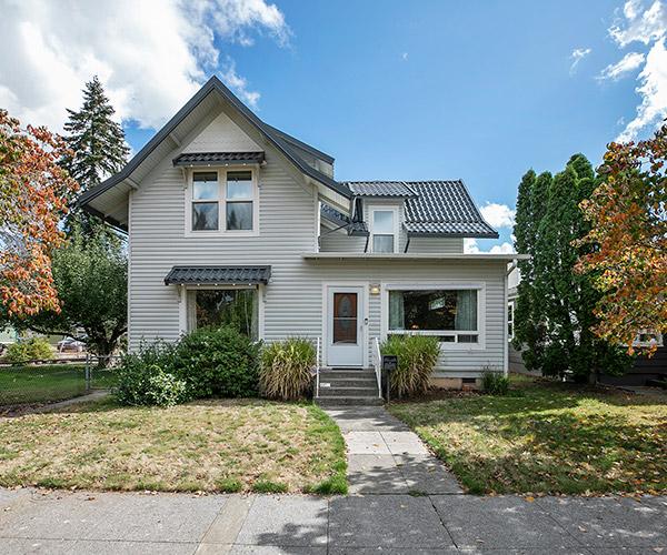 Stacy Hartzler home buyers photo of house